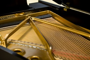 Steinway_Grand_Piano_Iron_Plates_and_Strings